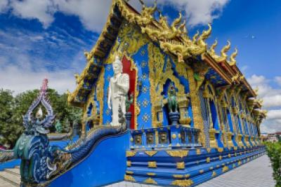 Blue Temple Wat Rong Suea Ten in Chiang Rai