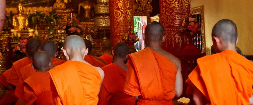 Evening prayers in Wat Phra Kaew